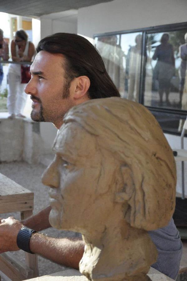 Portrait and model sculpture in clay