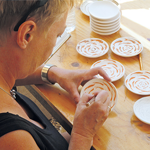 Decorating ceramics / Delft Blue