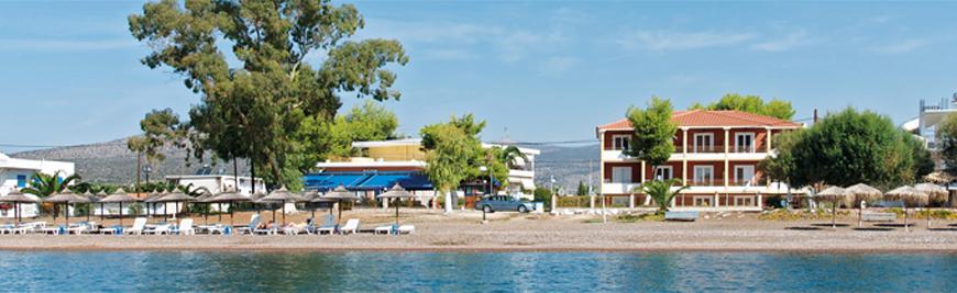 Ons hotelcomplex vanaf het strand gezien met aan de linkerkant Zoom Original, in het midden Zoom New.